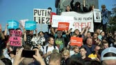 objection : RUSSIA, MOSCOW - AUGUST 09, 2018: Rally Against Pension Reform. The crowd shouts: PUTIN TO JUSTICE Stock Footage