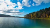 nuvens : Autumn forest and lake, timelapse panorama Stock Footage