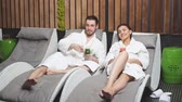 успокаивающий : Young handsome man taking a rest with his wife in the spa center. Woman and man caring of their health