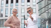 parceiros : Portrait of two adult Businesswoman boss posing back to back near office building
