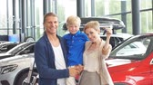 дилер : Happy family near new car. Auto dealership centre.