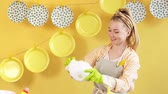 positività : Happy wife enjoying her time in kitchen room. Cheerful woman rejoicing at washing the dishes