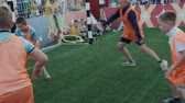 обращается : Russia, Moscow - June 14, 2018: Fans of the World Cup in football for the opening of the first match team play mini soccer contest. Стоковые видеозаписи