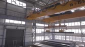 поднимать : Close up of a factory overhead crane