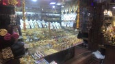 krottenwijk : New Delhi, India, November 11, 2019, showcase for the sale of precious metals 4K