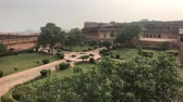 krottenwijk : Jaipur, India - large green yard inside the fortress 4K Stockvideo
