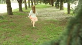 temmuz : Girl hopping and runs away from camera