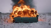 obyvatel : A sofa burns in the field. Conceptual video. Accelerated video Dostupné videozáznamy