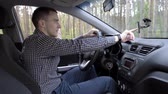 kierownica : Man uses a navigator in the car and start the engine Wideo