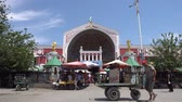 sexta feira : Khujand Panjshanbe Main Bazaar Front View with Busy People and a Man Moving his Carriage on a Sunny Blue Sky Day Vídeos