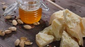 parmazán : Cheese, nuts and honey on wooden background. Eating out. Food art