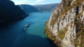 овраг : Autumn aerial view of Danube Gorge, Romania Стоковые видеозаписи