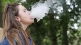 смаковать : lovely female inhale taste tobacco on vacation, young women smoking hookah in open air, woman pull hookah in parkland, beautiful girl holding shisha pipe outdoors, slow motion Стоковые видеозаписи
