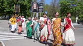 pessoal : Kherson, Ukraine - 27 May 2017: Devotees from Hare Krishna dancing with carnival revelers during the Vaishnava religious festival, in Kherson, Ukraine - 27 May 2017. dancing women in sari on street, Hindu costumes,