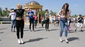 pessoal : Kherson, Ukraine, 5 August 2017: Hip-Hop young people on holiday at waterfront of city in Kherson, 5 August 2017 Vídeos