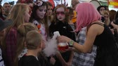 peruca : Kherson, Ukraine 31 October 2017: girl with pink hair gives children sniff steam in boiling glass flask on celebration halloween in Kherson, 31 October 2017. Vídeos