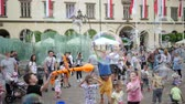 varinha : Wroclaw, Poland 12 May 2018: holiday of childhood, many adults and children have fun with soap bubbles in town square in Wroclaw, 12 May 2018. Vídeos