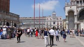 atração turística : Venice, Italy 19 May 2018: tourism, crowd of people are walking on Piazza San Marco on background of architectural buildings in Venice, 19 May 2018.