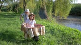 толчок : entertainment outdoor, little boy riding girl in wheelbarrow in countryside near the lake