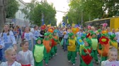festividades : KHERSON, UKRAINE - MAY 20, 2019: Festival Melpomene of Tavria, street show parade, many people in different fancy costumes walk along city street and shout chants outdoors