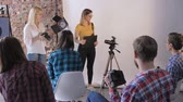scatto fotografico : fashion photographer talks about the device of the lens and camera at a photo workshop in a professional photo studio