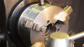 instalator : Old turning lathe machine in turning workshop. Operator pulls the holder of a milling machine Wideo