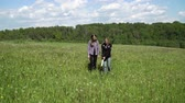 senzor : Mother and daughter with a metal detector are looking for treasure in the field. 4K video