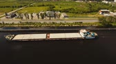 kabina : Aerial view:Barge with cargo on the river. River, cargo barge, highway with cars.. Cargo ship on the river.4K, aerial footage. Dostupné videozáznamy