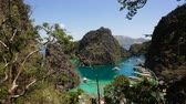 рай : Tropical lagoon with azure water, beach by the Kayangan Lake, Philippines. View Coron island, with cove, bay at Kayangan lake. Lagoon with sailing boats. Philippines. 4K video, Travel concept, Aerial footage.