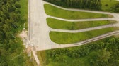 autostrada : Aerial view Road for a drive test drive, climb up the slope. Simulation of climbing uphill for vehicle testing.Test road in the forest for testing and fine-tuning cars. 4K, aerial footage. Wideo