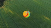 дирижабль : Aerial view Hot air balloon in the sky over a field in the countryside. Aerostat fly in the countryside. Aerial footage, 4K