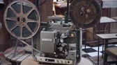 antiguidade : Old fashioned cinema projector. Vintage Movie projector with the film. Stock Footage