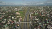 křižovatka : Aerial view of highway with road junction, car and traffic in Manila, Philippines. Highway in Manila among residential buildings. View of highway intersection.