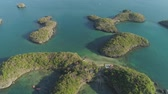 národní : Aerial view of Small islands with beaches and lagoons in Hundred Islands National Park, Pangasinan, Philippines. Famous tourist attraction, Alaminos. Dostupné videozáznamy