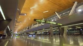 portador : Exterior of the new Hamad International Airport in Doha. Inside the airport with modern infrastructure. Terminal at the Hamad International Airport, Qatar. Stock Footage