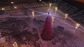 parques : town square and Christmas tree decorated with illumination, view from above. Large Christmas garland lamps. Stock Footage