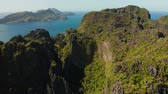 scénický : aerial drone of bay and the tropical islands. Seascape with tropical rocky islands, ocean blue water. islands and mountains covered with tropical forest. El nido, Philippines, Palawan. Tropical Mountain Range