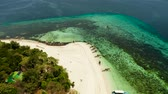enseada : Beautiful beach on tropical island surrounded by coral reef, top view. Mantigue island. Small island with sandy beach. Summer and travel vacation concept, Camiguin, Philippines, Mindanao