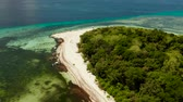 enseada : Sandy beach on tropical island surrounded by coral reef, top view. Mantigue island. Small island with sandy beach. Summer and travel vacation concept, Camiguin, Philippines, Mindanao