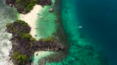 入り江 : Sandy beach with tourists and tropical island by atoll with coral reef, top view. Lahos Island, Caramoan Islands, Philippines. Summer and travel vacation concept.