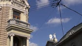 гриф : Vilnius old town and historical griffon sculptures on house roof Стоковые видеозаписи
