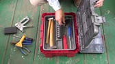 připevnění : Builder placing tools into new plastic tool box