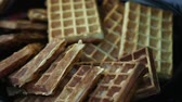 вафля : closeup golden belgian waffles street food