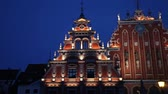 riga : Panoramic video shot of House of the Blackheads in the old town of Riga, Latvia in the night