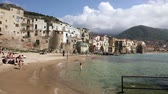palerme : CEFALU, ITALY - APRIL 14, 2019: The coastal line of the central part of the Sicilian town of Cefalu on a sunny spring day. Cefalu is one of the major tourist attractions in the Sicily region, Italy