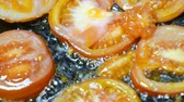 obiad : tomato slices are fried in oil