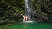 namorado : Attractive Young Couple Kisses Under Waterfall and Jumps Into Pond Swims Toward Camera