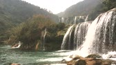 dragão : Jiulong waterfalls (nine dragon waterfalls) in Luoping, Yunnan province, China