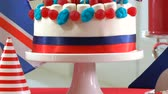 tatarak : 4k UK British party table with cake decorated with Union Jack flags Wideo
