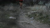 запустить : slow motion girl trail running